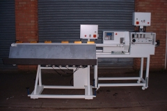 Combined-Haul-Off-Servo-Cutter-With-Conveyor-Blow-Table
